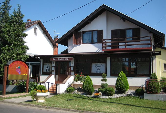 http://visitslavonija.hr/data-pps/source/slavonski_brod/restorani/grozd/2.JPG